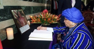 President Sirleaf Signs Book Condolence for Mrs. Ruth Perry